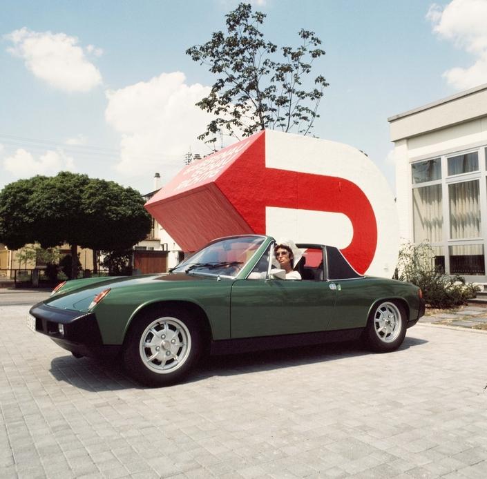 La toute dernière évolution de la 914, en 1975, dotée de gros boucliers plus résistants que les précédents.