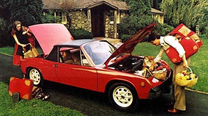 Avec ses deux coffres, la 914 peut accueillir 370l de bagages. Ici, une version US reconnaissable à ses gros feux circulaires sur les ailes avant. Les States absorberont près de 80% de la production.