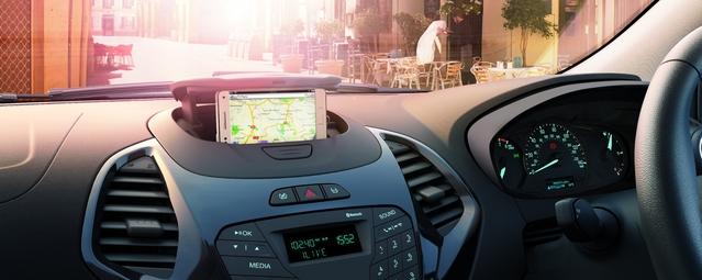 La Ka+ propose en option un astucieux dock pour smartphone.