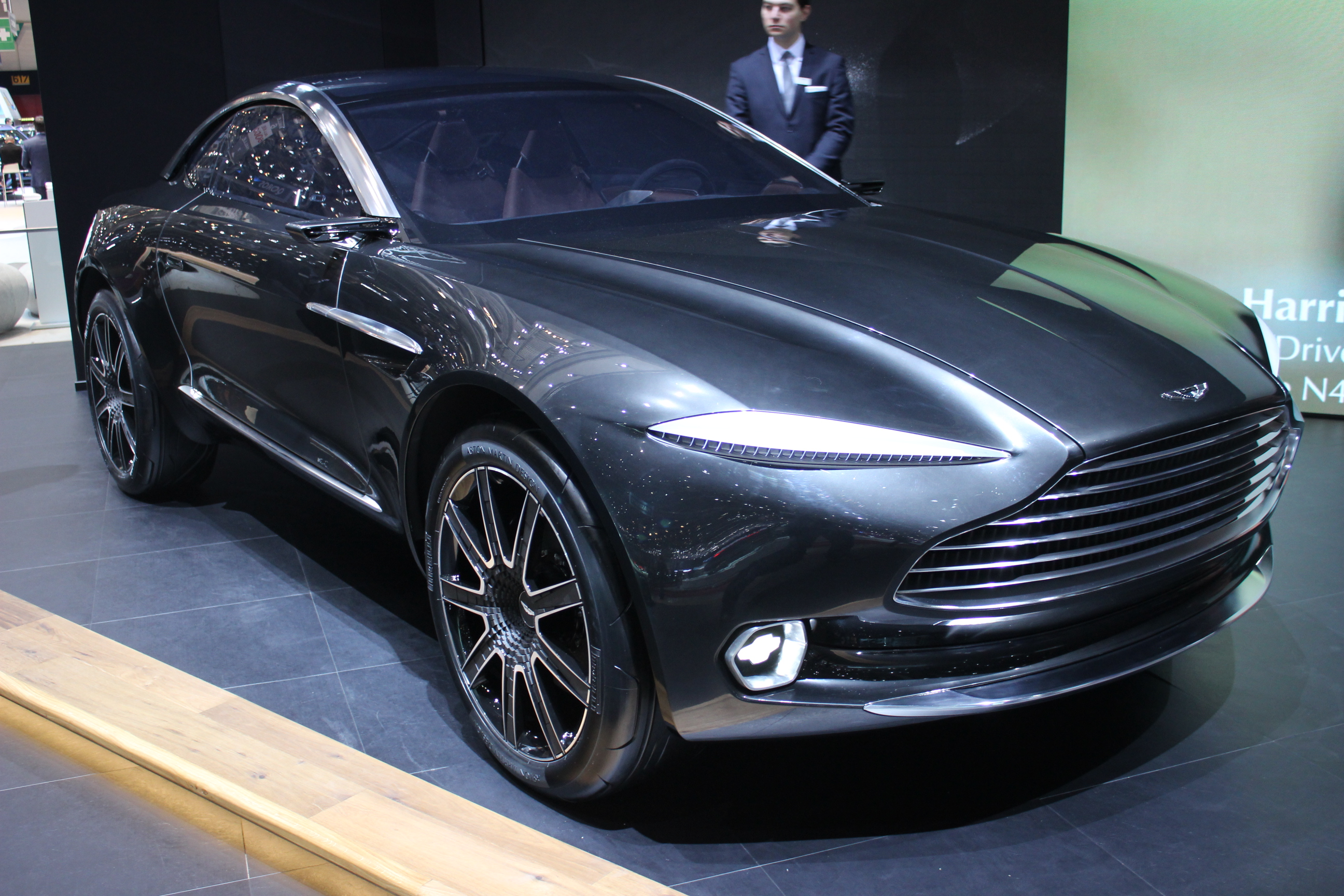 aston martin dbx le suv de gaydon en direct du salon de gen ve 2015. Black Bedroom Furniture Sets. Home Design Ideas