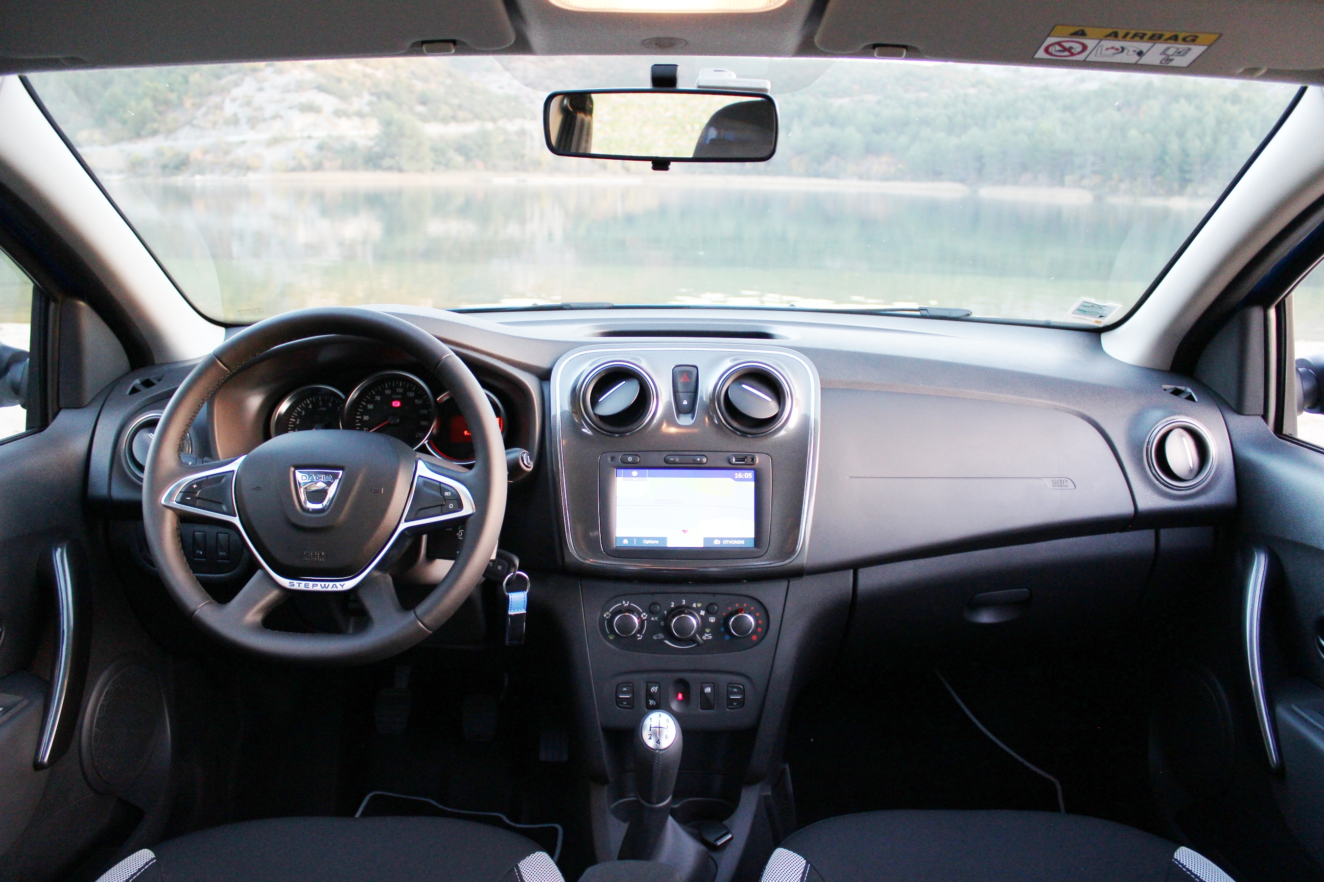 Essai vid o dacia sandero stepway restyl e de moins en for Photos interieur