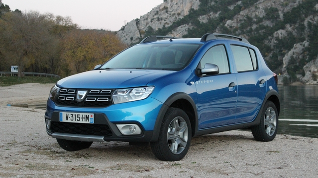 essai vid o dacia sandero stepway restyl e de moins en moins low cost. Black Bedroom Furniture Sets. Home Design Ideas