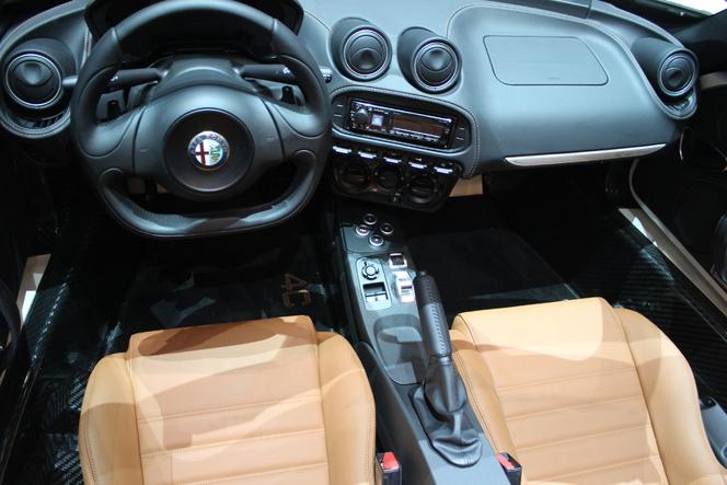 Alfa Romeo 4C Spider : cheveux au vent - En direct du Salon de Genève 2015