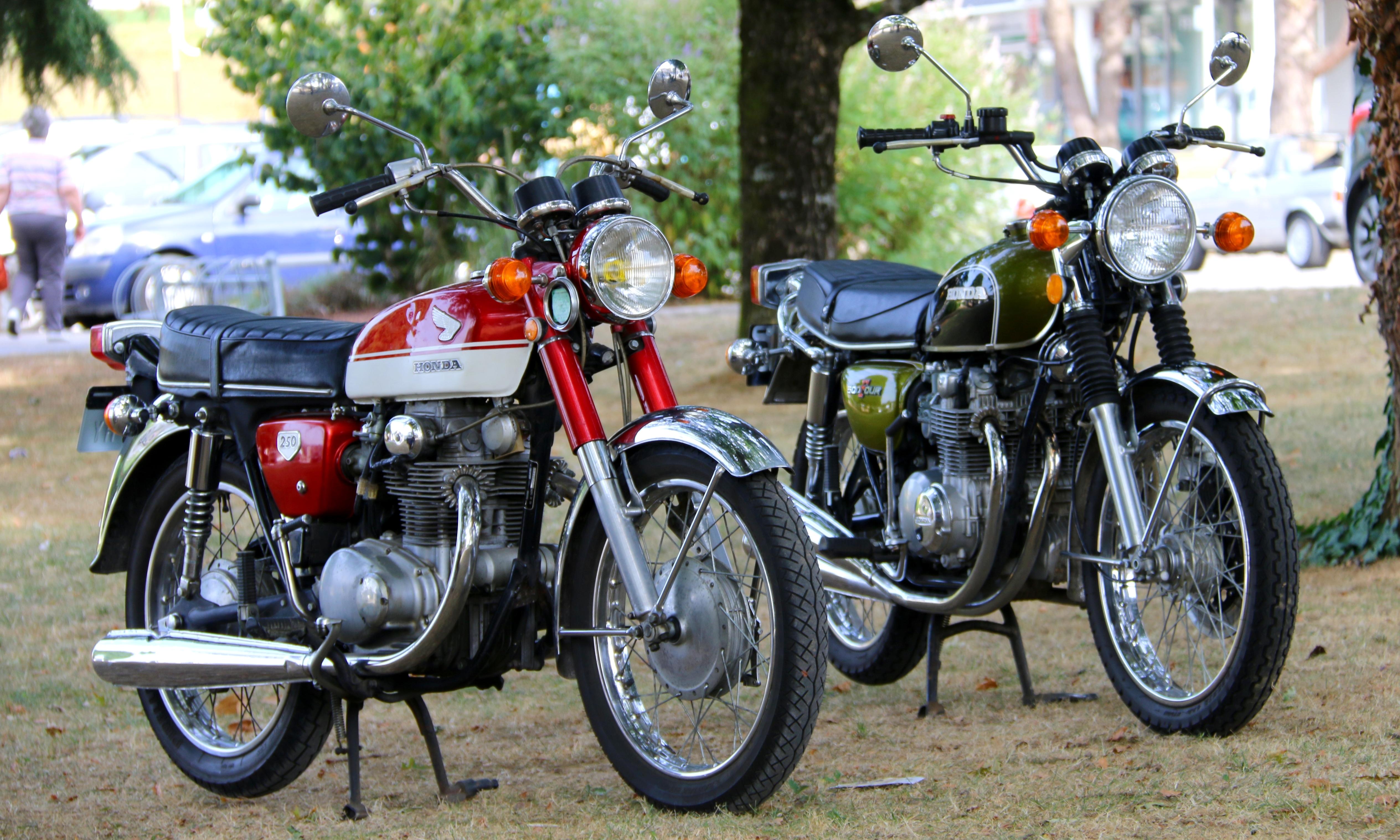 tour de france motos anciennes des soutiens indispensables. Black Bedroom Furniture Sets. Home Design Ideas