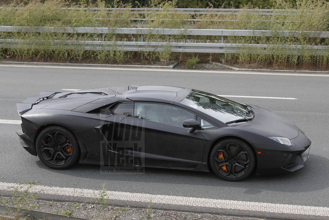 Surprise : la Lamborghini Aventador Roadster se fait prendre