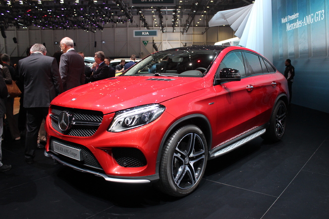mercedes gle sus au bmw x6 en direct du salon de. Black Bedroom Furniture Sets. Home Design Ideas