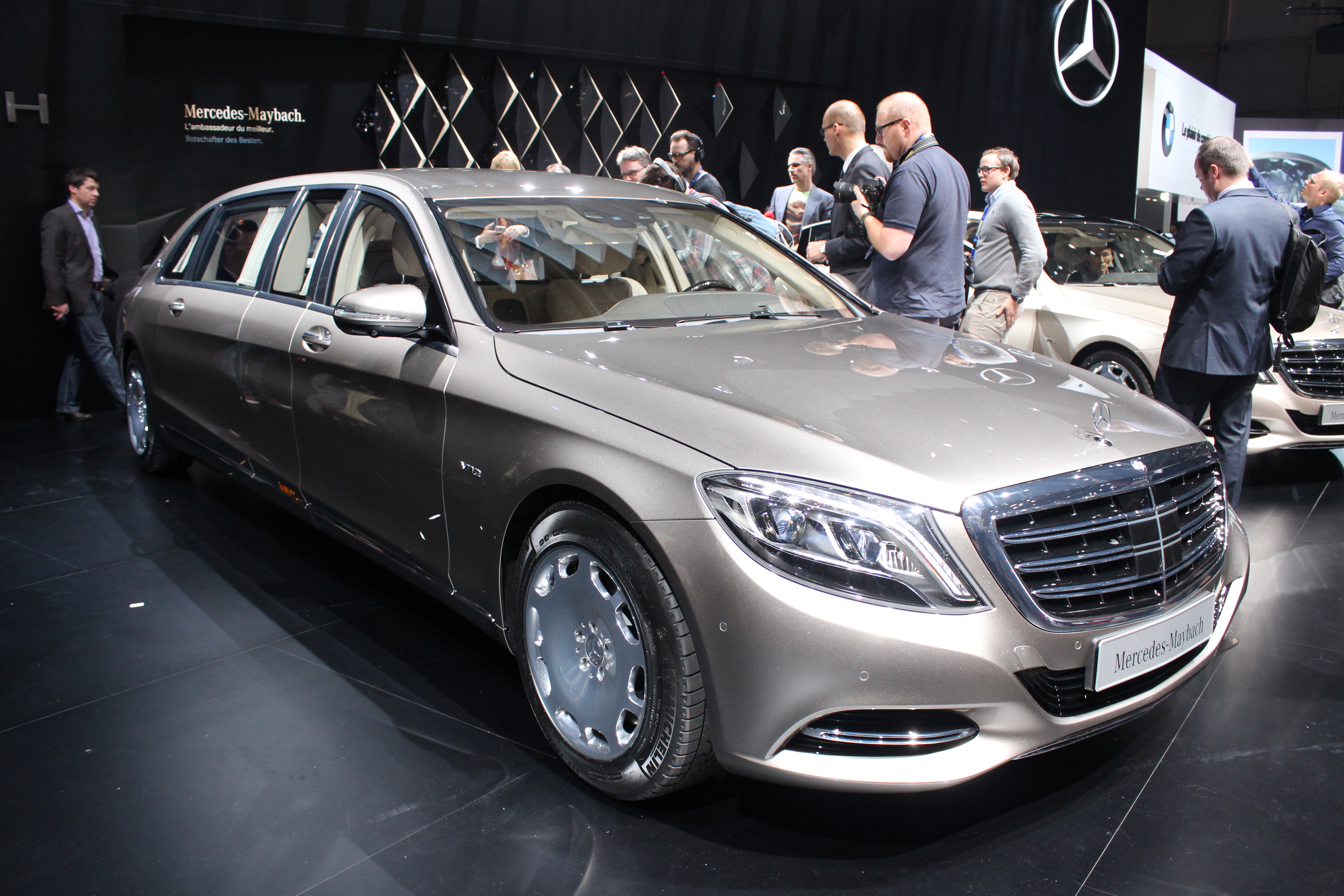 mercedes maybach s600 pullman super s en direct du salon de gen ve 2015. Black Bedroom Furniture Sets. Home Design Ideas