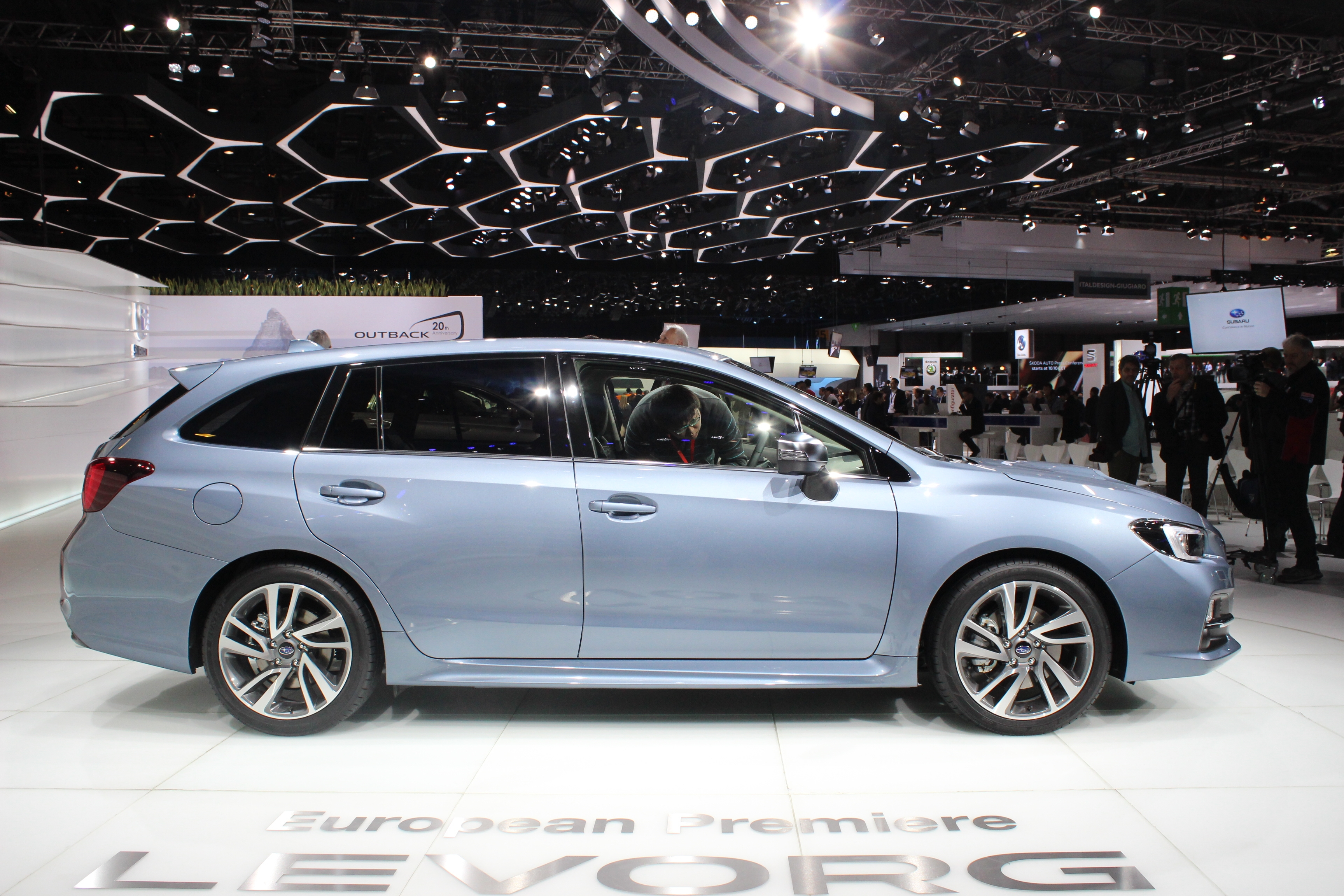 Subaru levorg morte n e en direct du salon de gen ve for Geneve 2015 salon
