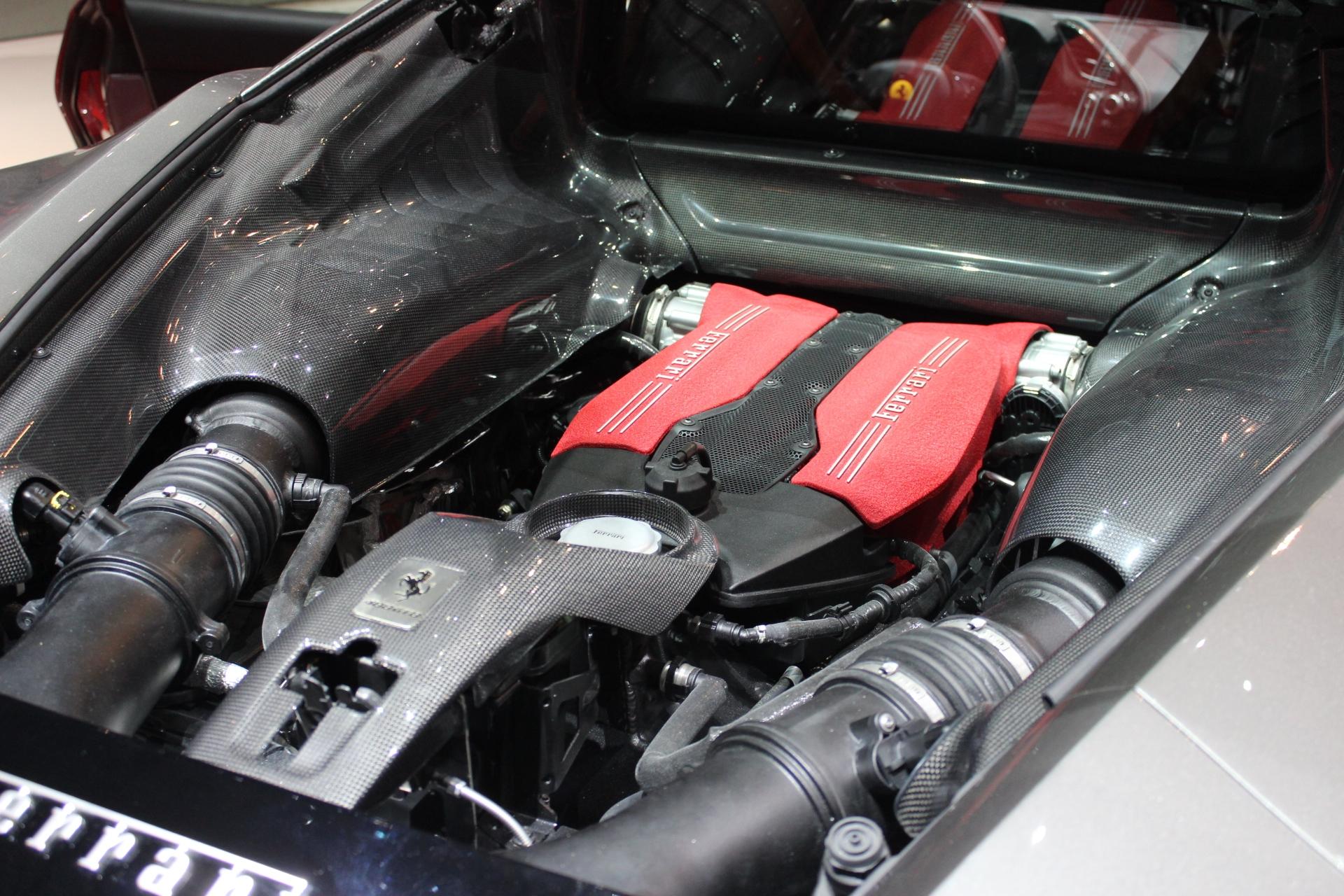 S0-Ferrari-488-GTB-les-bienfaits-du-turbo-En-direct-du-salon-de-Geneve-2015-347043