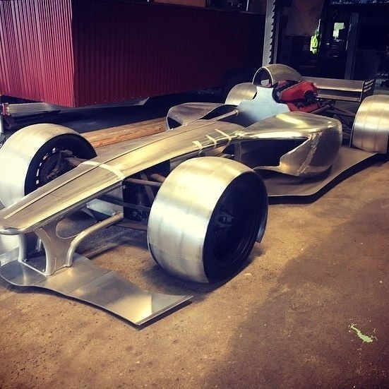 Il construit une réplique de F1 à partir d'une Ferrari accidentée