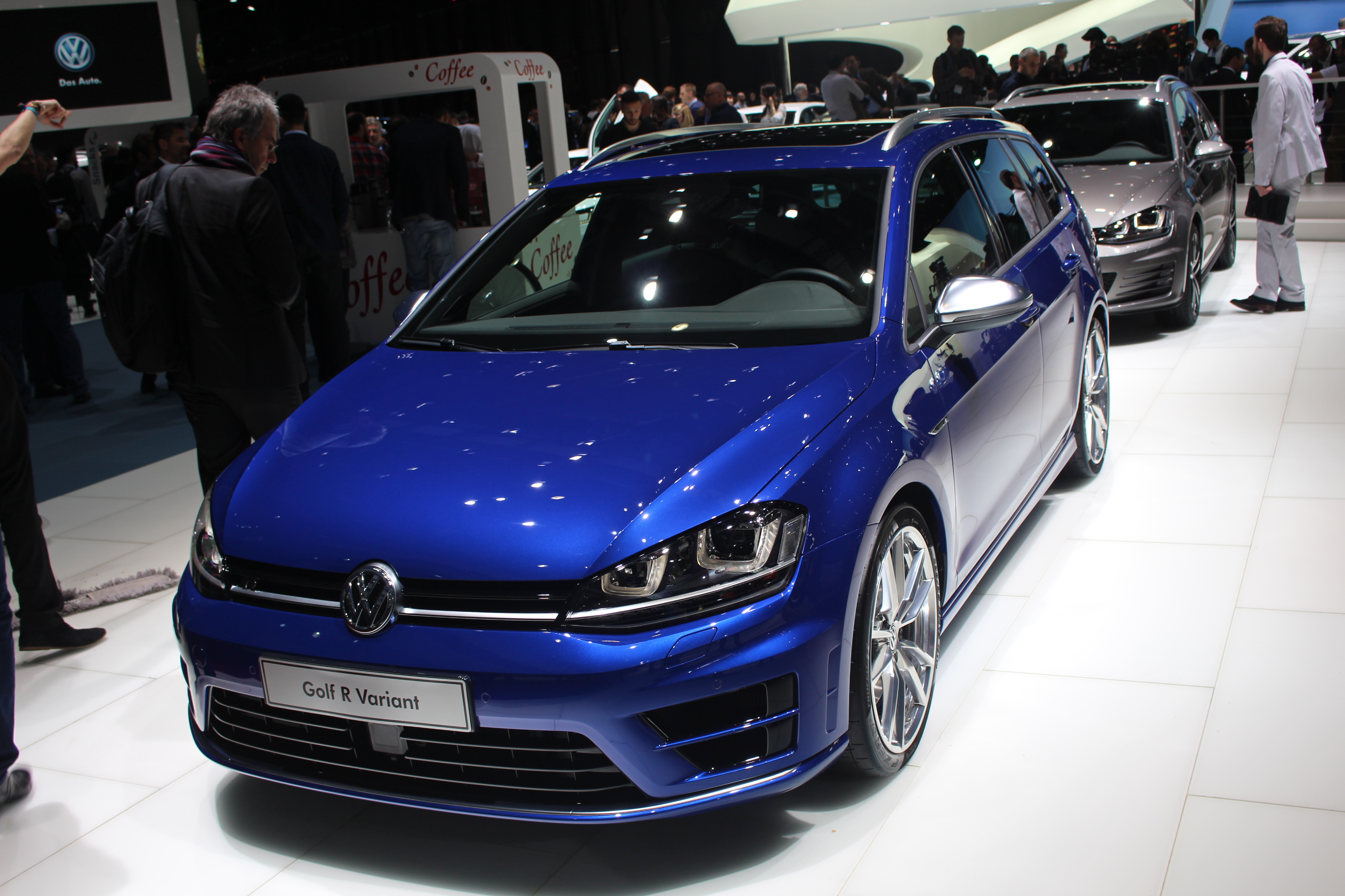 volkswagen golf sw gtd anti 308 gt en direct du salon de gen ve 2015. Black Bedroom Furniture Sets. Home Design Ideas