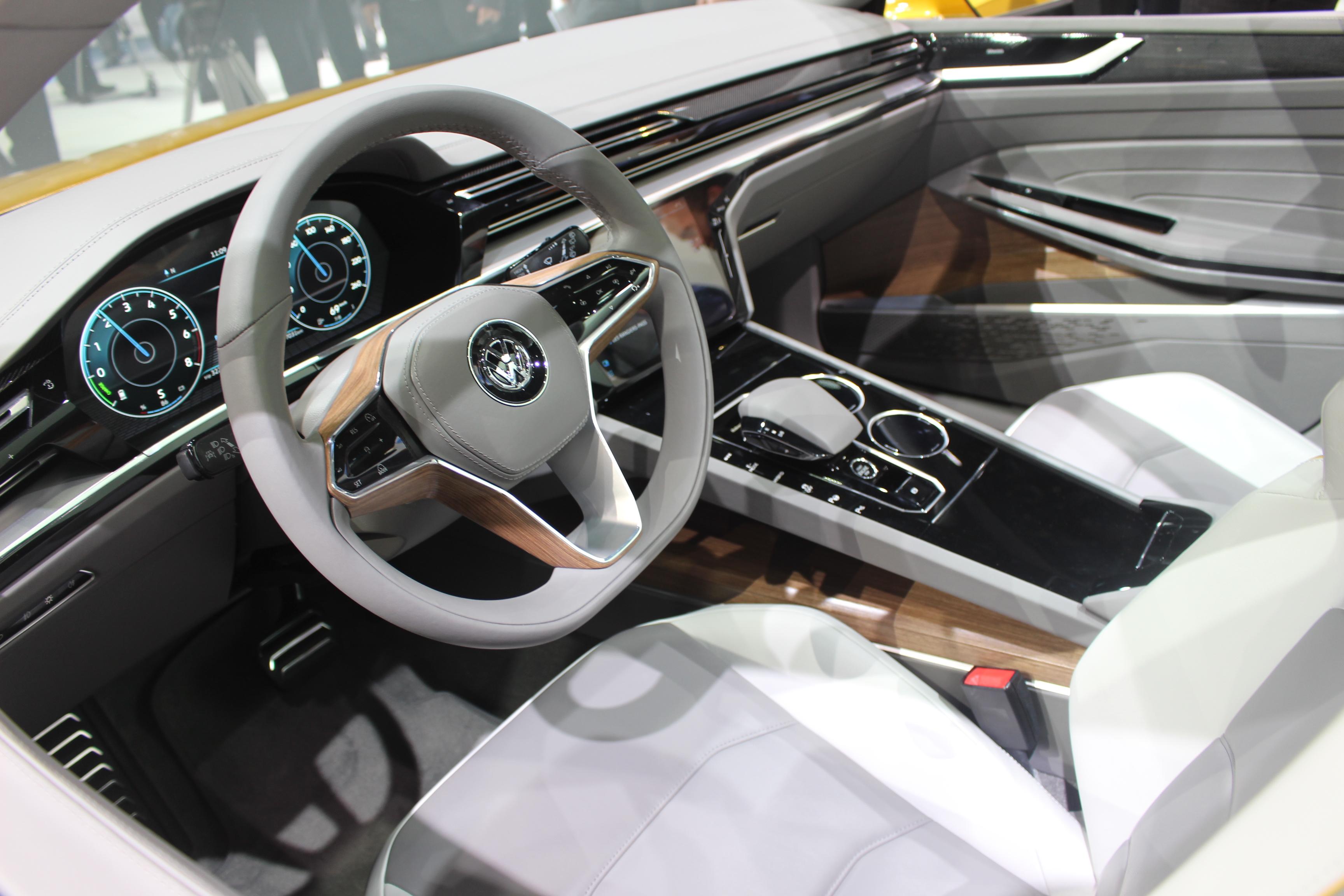 volkswagen sport coup gte concept l 39 avenir en direct du salon de gen ve 2015. Black Bedroom Furniture Sets. Home Design Ideas
