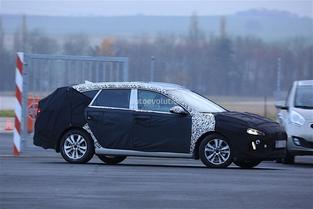 Surprise : le futur break Hyundai i30 en tenue de camouflage