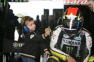 Moto GP - Grande Bretagne: Edwards a aussi pensé à changer ses slicks sur la grille