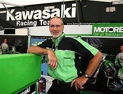 Hommage à Jan De Groot, manager Kawasaki. 3/3