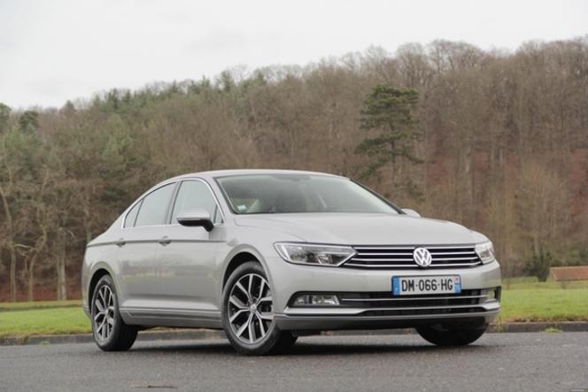 La voiture de l'année 2015 est la Volkswagen Passat