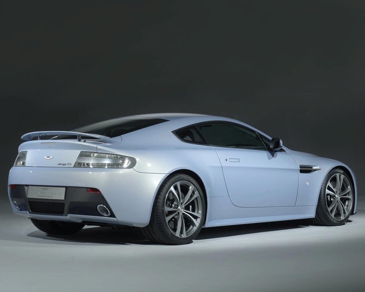 http://images.caradisiac.com/images/1/2/8/4/21284/S0-Aston-Martin-V12-Vantage-RS-Concept-la-future-bombe-anglaise-est-officielle-91405.jpg