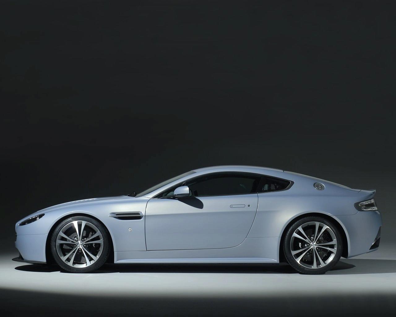 http://images.caradisiac.com/images/1/2/8/4/21284/S0-Aston-Martin-V12-Vantage-RS-Concept-la-future-bombe-anglaise-est-officielle-91410.jpg