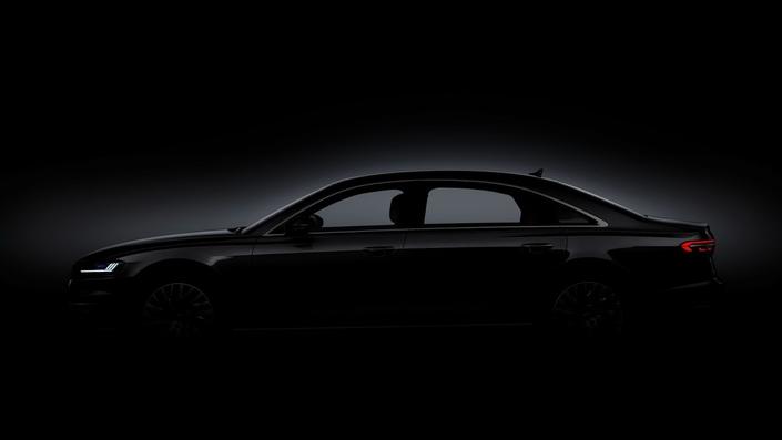 L'Audi A8 sort partiellement de l'ombre
