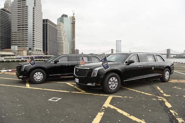 La nouvelle limousine blindée de Donald Trump de sortie
