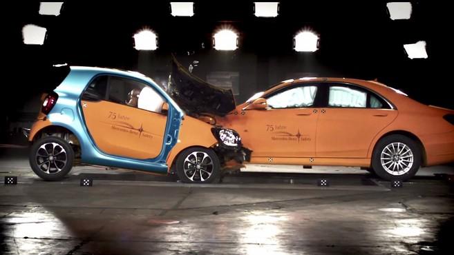 La question pas si bête - les grosses voitures sont-elles forcément plus sûres?