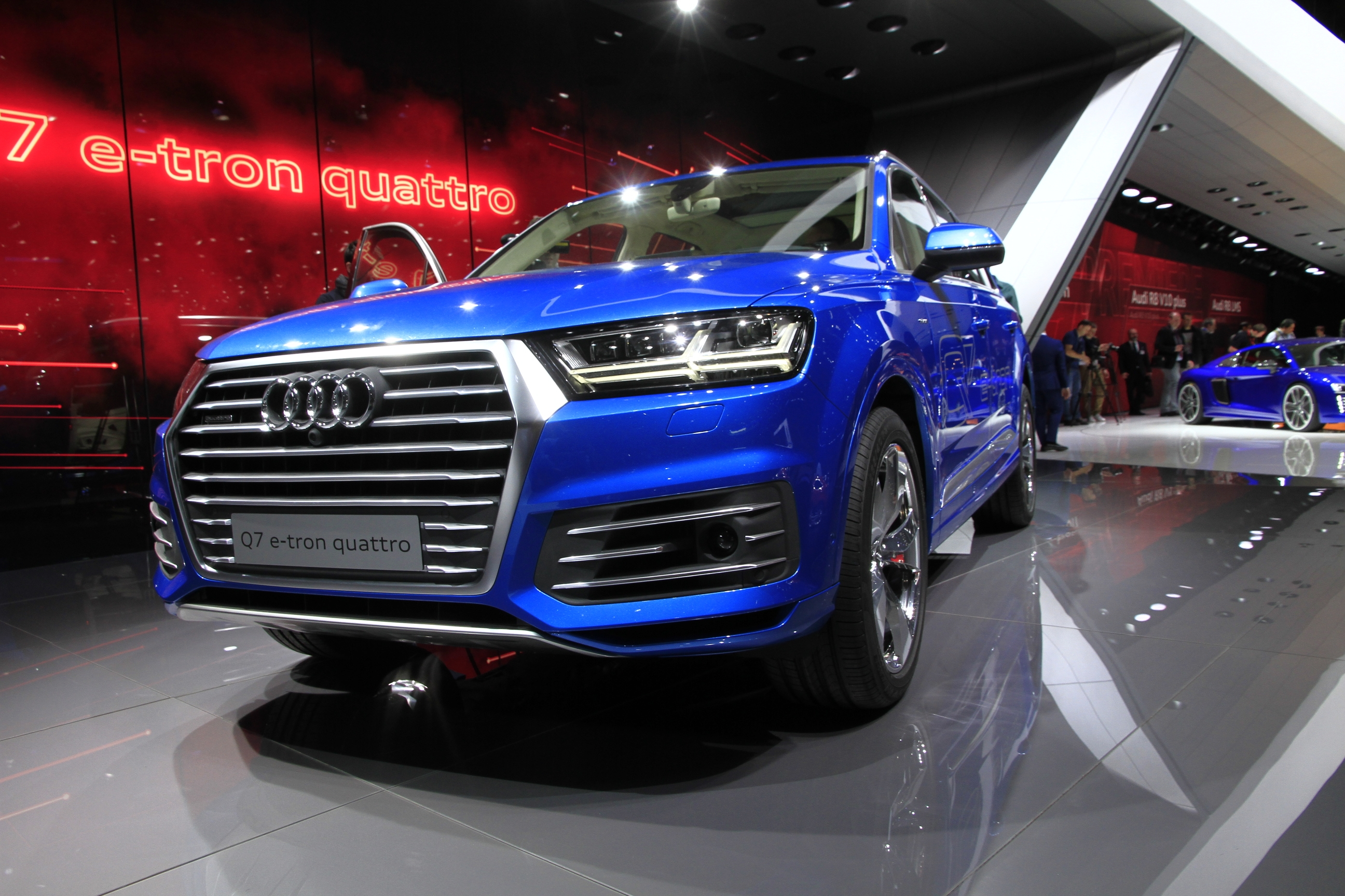 Audi q7 sumo amaigri vid o en direct du salon de for Geneve 2015 salon