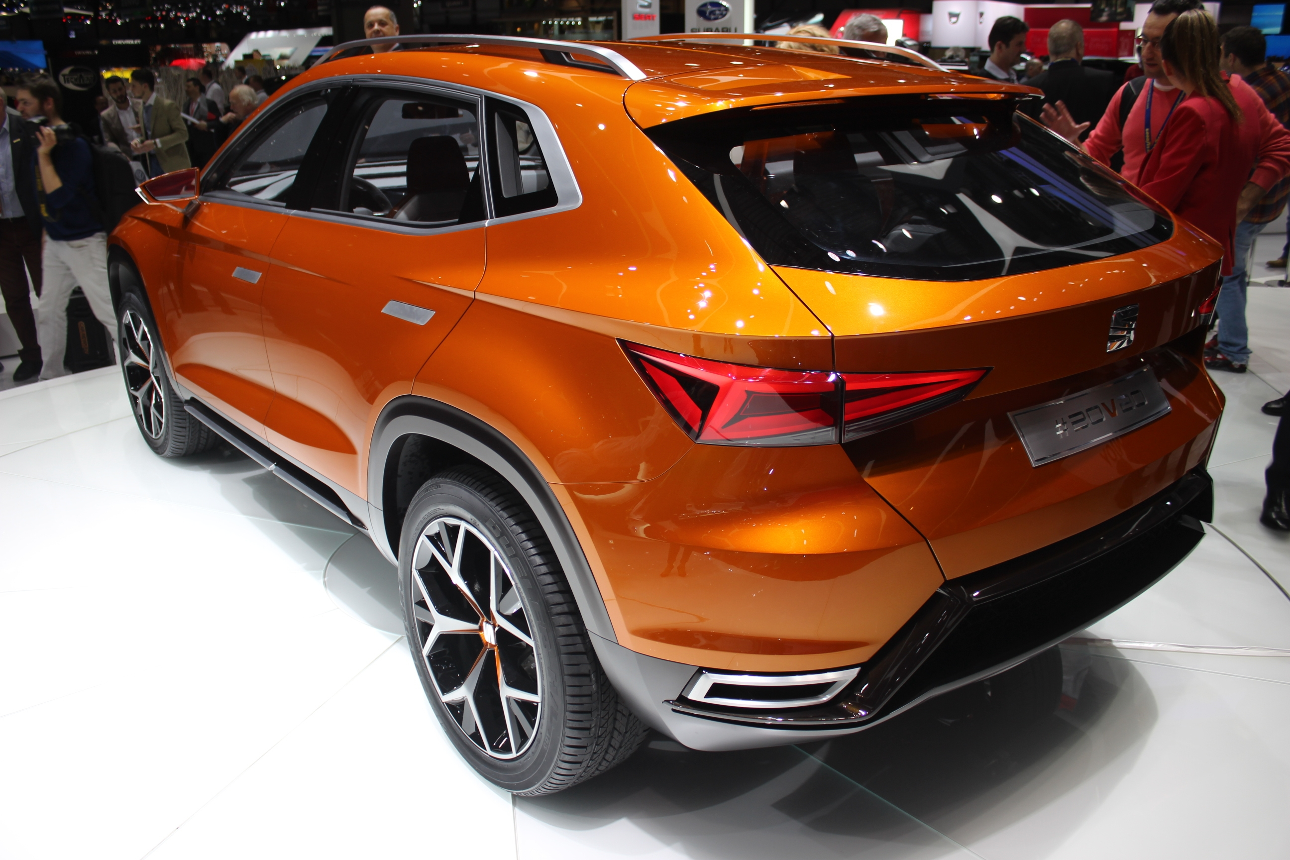 Seat 20v20 son premier suv en direct du salon de for Geneve 2015 salon