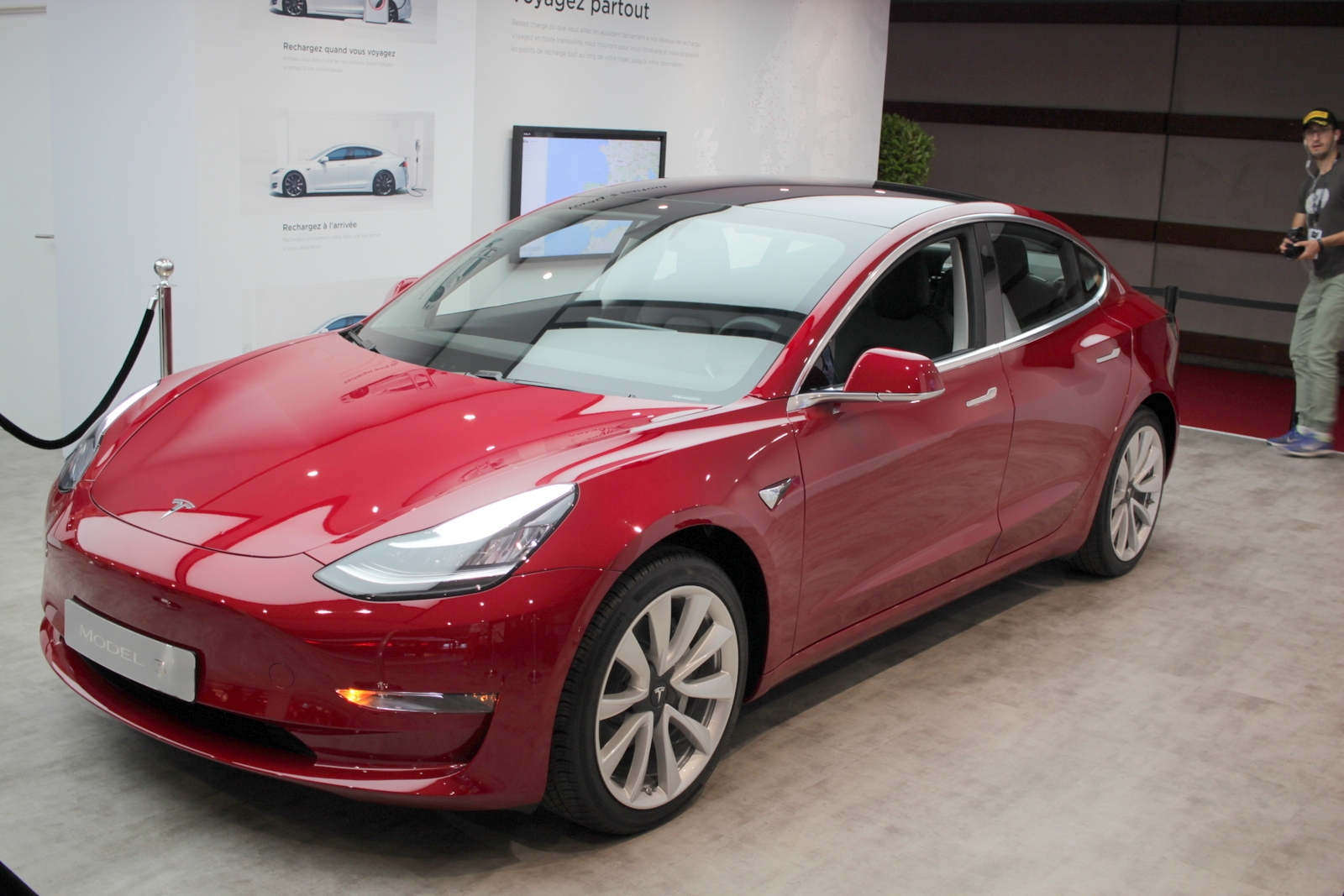 tesla model 3 for me formidable vid o en direct du mondial de paris 2018. Black Bedroom Furniture Sets. Home Design Ideas