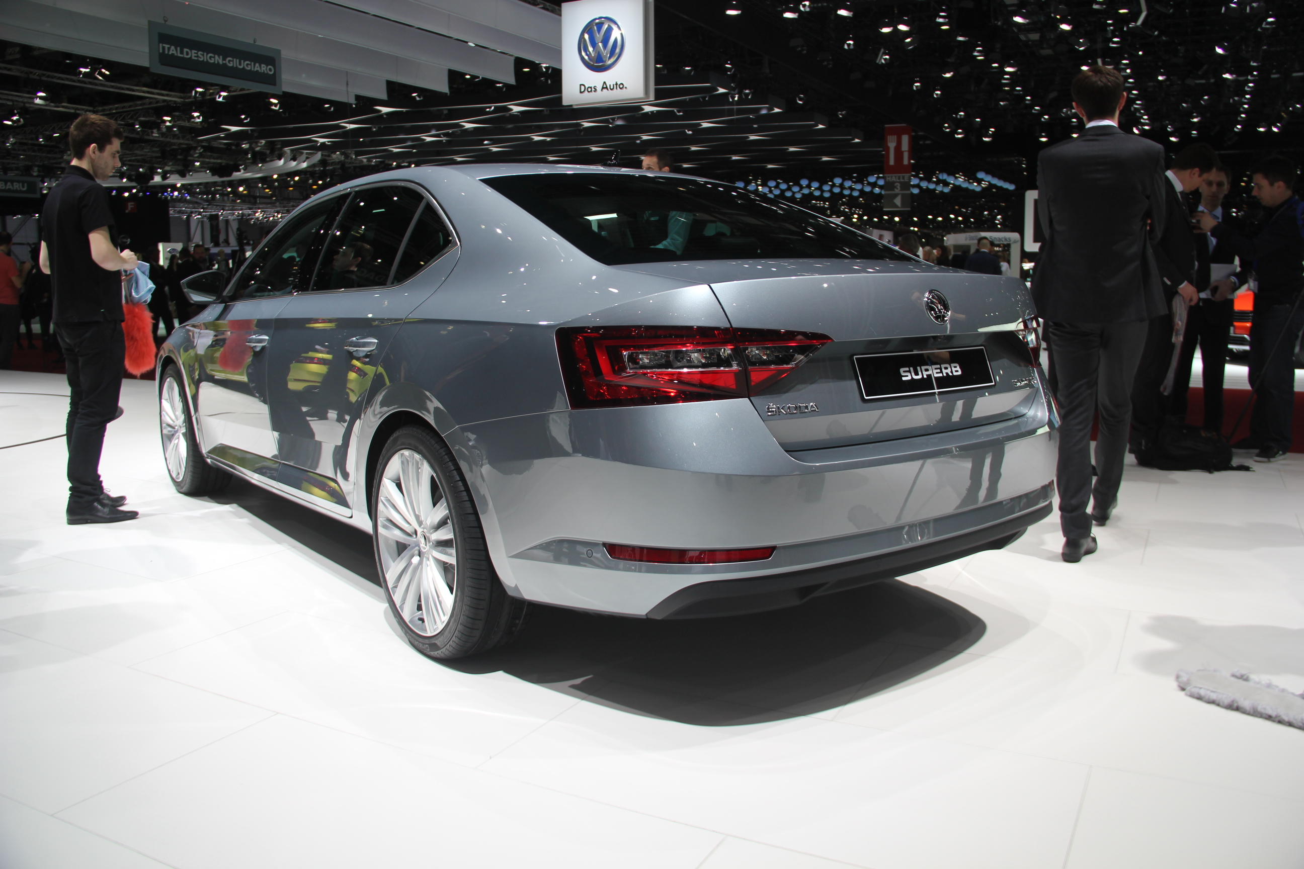 Skoda superb mature vid o en direct du salon de gen ve 2015 - Salon de geneve 2015 nouveaute ...