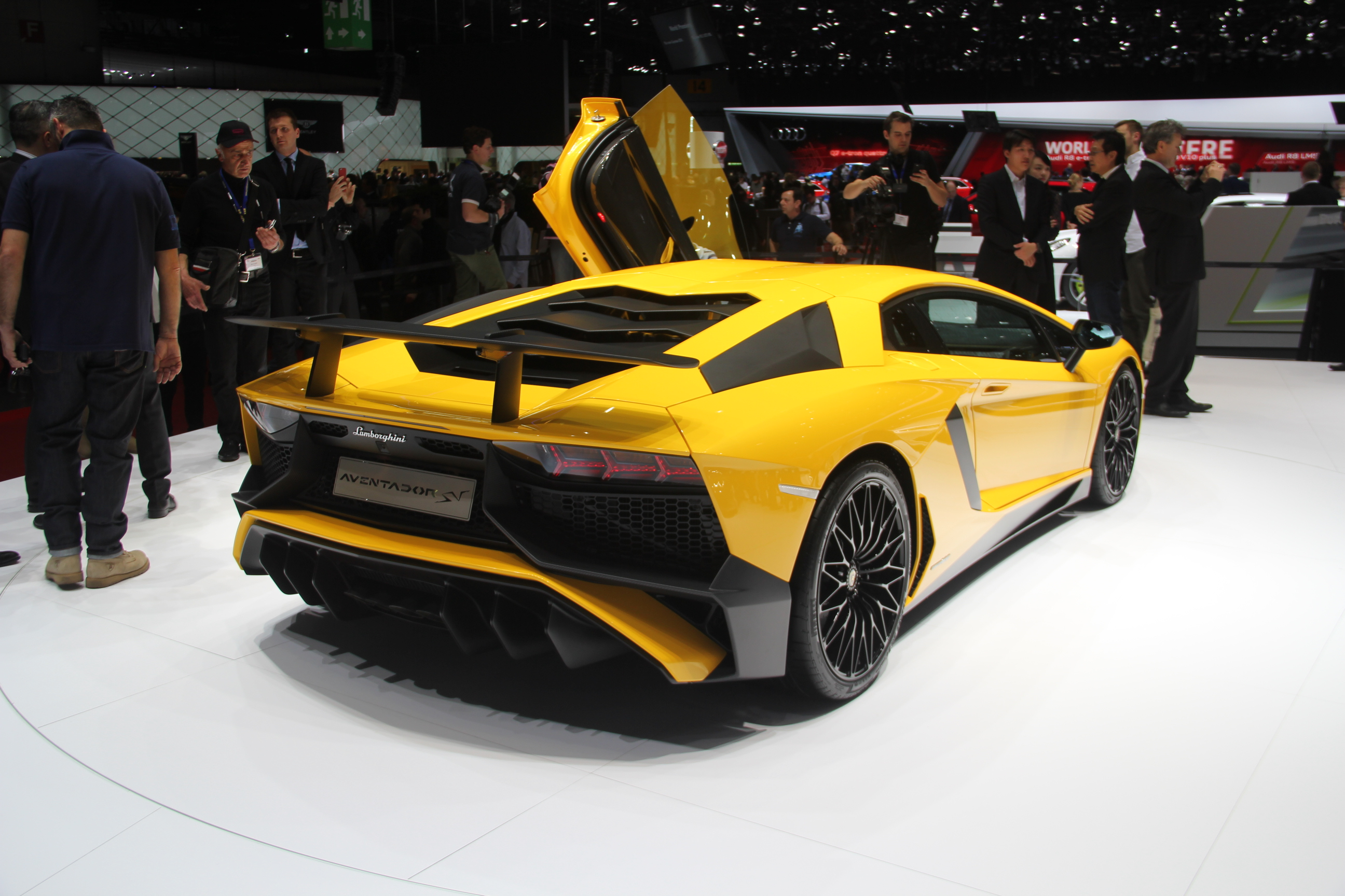 lamborghini aventador sv pour superveloce en direct du salon de gen ve 2015. Black Bedroom Furniture Sets. Home Design Ideas