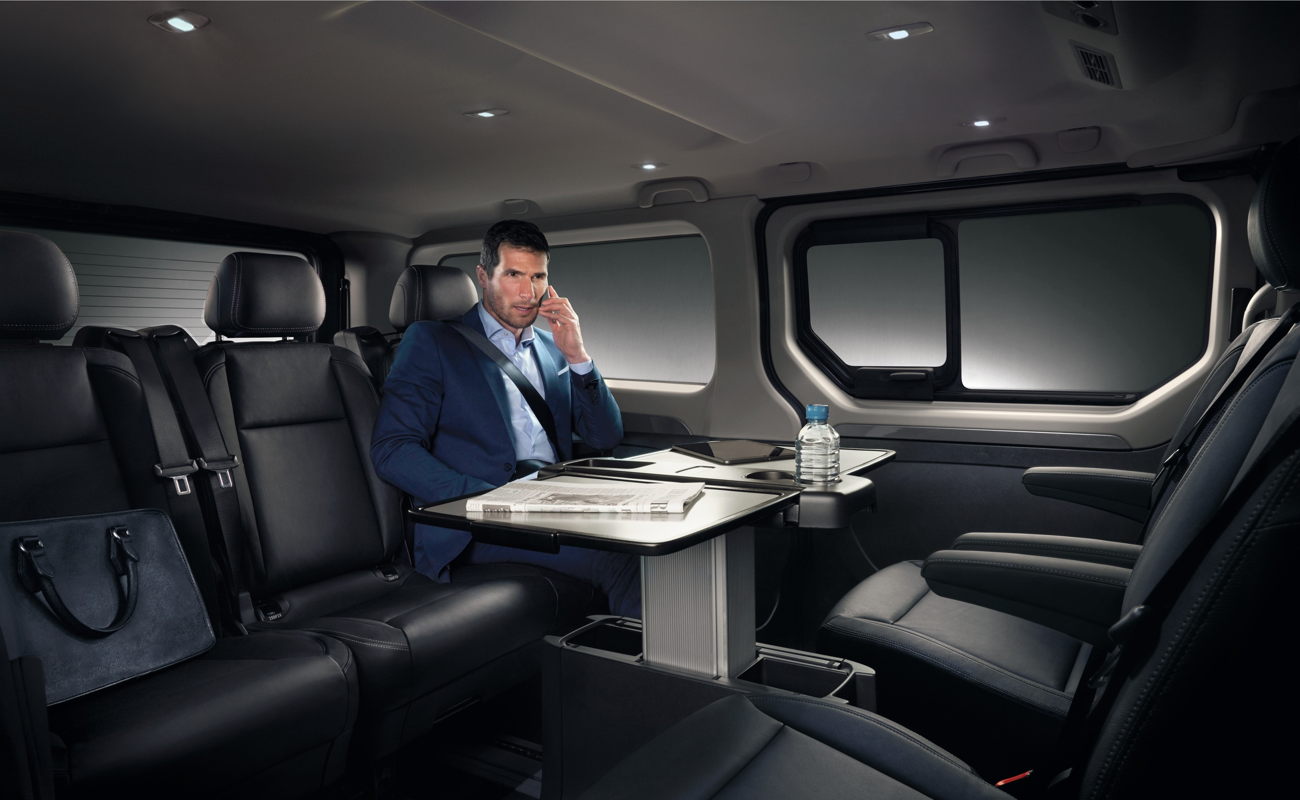 Renault le trafic spaceclass pour octobre 2017 for Renault trafic interieur