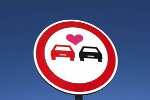 Sondage : 75% des automobilistes disent avoir déjà fait l'amour en voiture