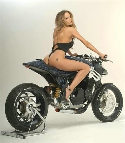 Moto & Sexy : Streetfighter Rumblefish Suzuki - (joli) concept & (jolie) fille