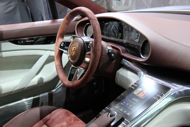 Vidéo en direct du Mondial 2012 - Porsche Panamera Sport Turismo : une tuerie
