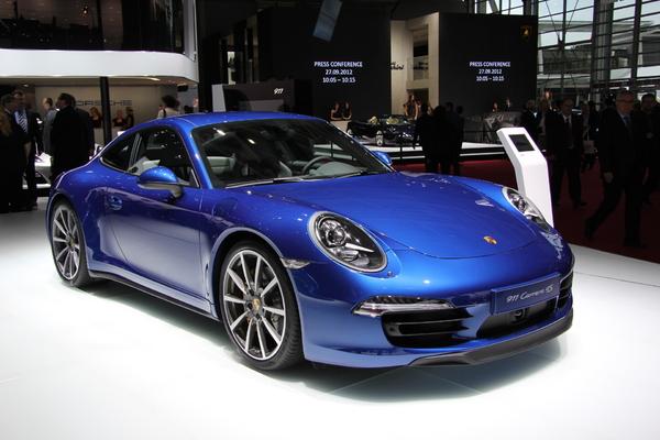 http://images.caradisiac.com/images/1/3/2/5/81325/S7-En-direct-du-Mondial-2012-Porsche-911-Carrera-4-et-4S-elle-se-met-en-4-273890.jpg