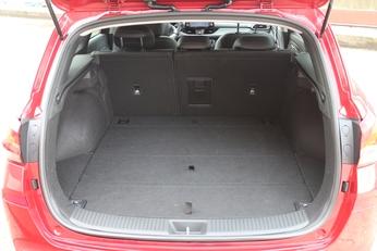 Le volume de coffre est XXL avec 602 litres de base.