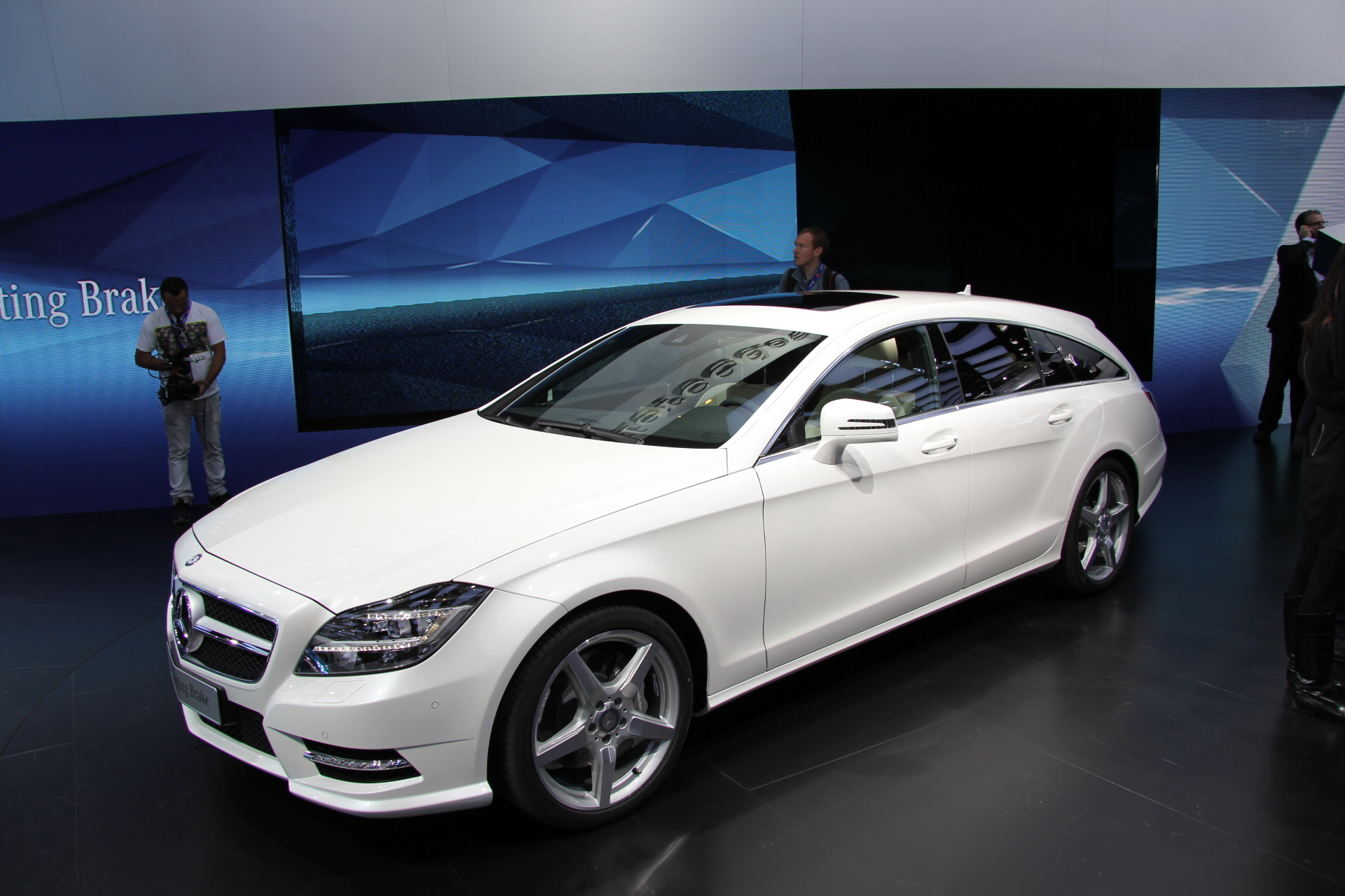 vid o en direct de paris 2012 mercedes cls shooting brake d j vu. Black Bedroom Furniture Sets. Home Design Ideas