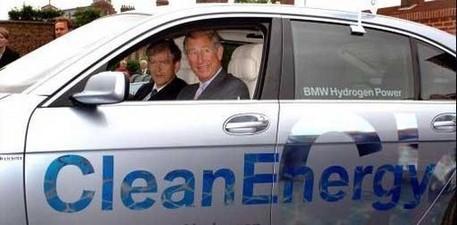 Le prince Charles adore être écolo et conduire des véhicules verts !