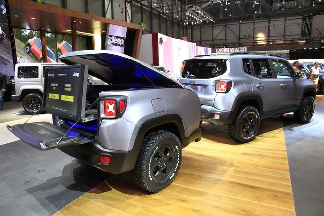 jeep renegade hard steel suv hot spot en direct du salon de gen ve 2015. Black Bedroom Furniture Sets. Home Design Ideas
