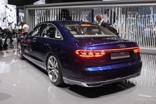 La signature lumineuse arrière est sophistiquée et la technologie Oled en option.