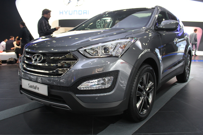 vid o en direct du mondial 2012 hyundai santa fe premium la cor enne. Black Bedroom Furniture Sets. Home Design Ideas