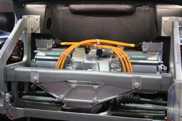 vitesse de rotation du moteur - Page 3 S7-En-direct-du-Mondial-2012-Exagon-Motors-Furtive-e-GT-une-Fisker-Karma-a-la-francaise-274389