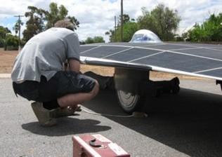 Véhicule solaire : record mondial de vitesse de l'Université de Nouvelle-Galles du Sud
