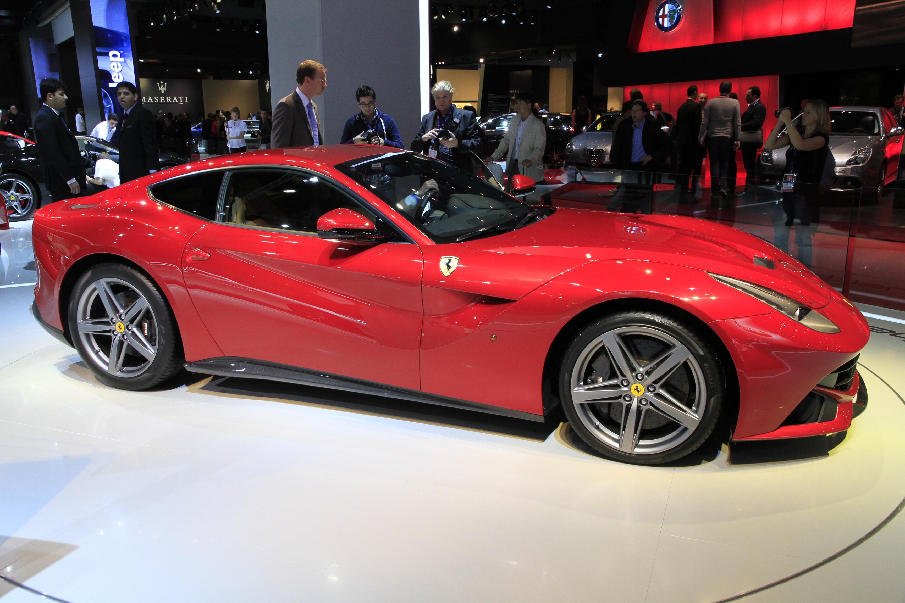 http://images.caradisiac.com/images/1/3/9/4/81394/S0-En-direct-du-Mondial-de-Paris-2012-Ferrari-F12berlinetta-273714.jpg