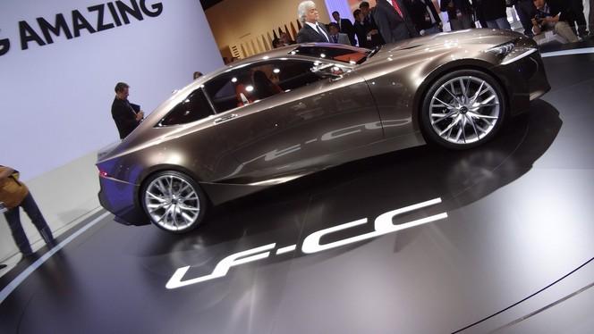 En direct du Mondial 2012 - Lexus LF-CC Concept: Creating Complexity !