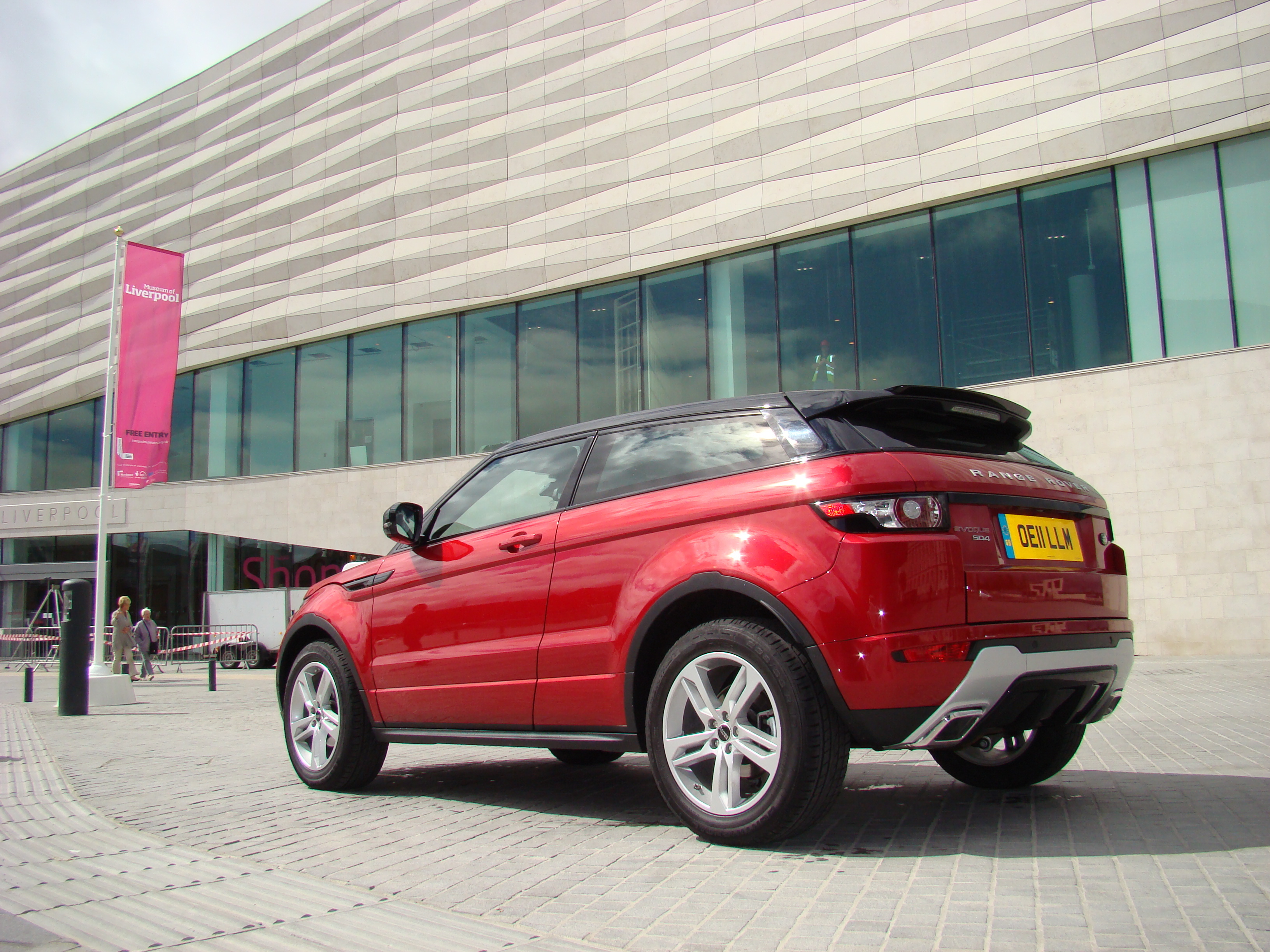 essai land rover range rover evoque chic et sport on autos post. Black Bedroom Furniture Sets. Home Design Ideas