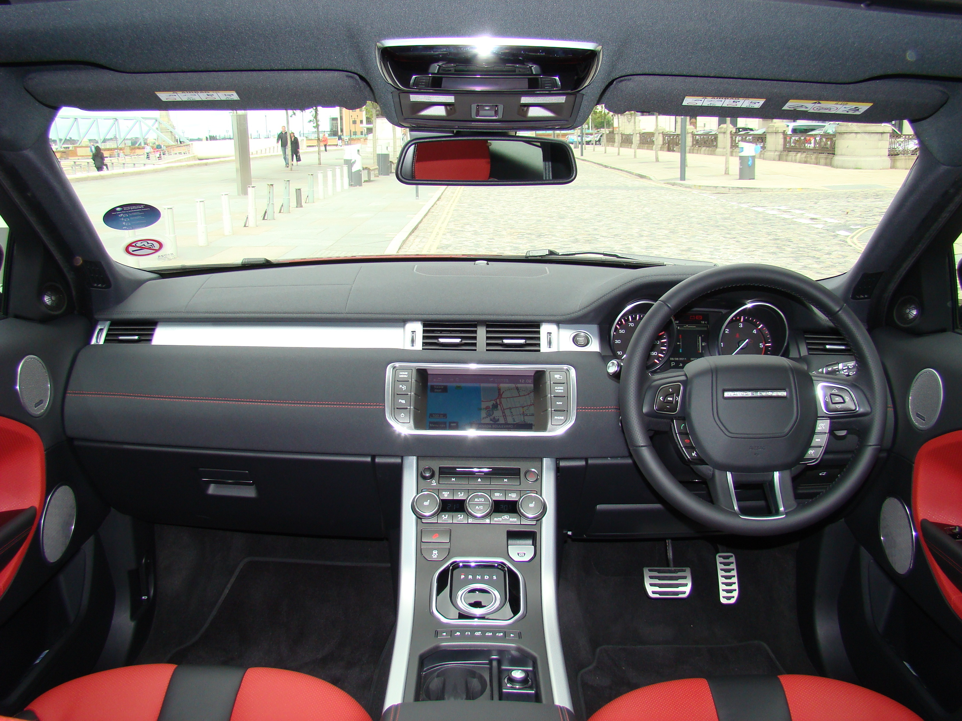 Essai land rover range rover evoque chic et sport on for Interieur range rover evoque