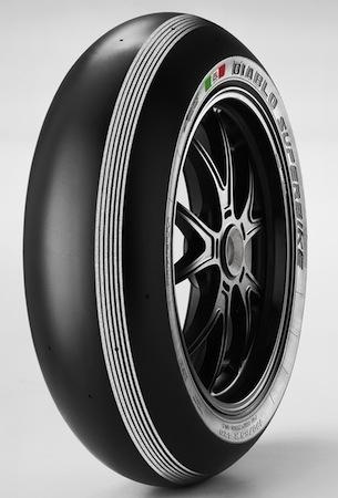 """Pirelli fête les 25 ans du Superbike avec son pneu Superpole """"Silver Stripes"""""""