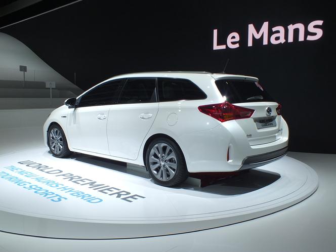 Vidéo en direct du Salon de Paris 2012 : Toyota Auris Touring Sports, premier break compact full-hybride du marché
