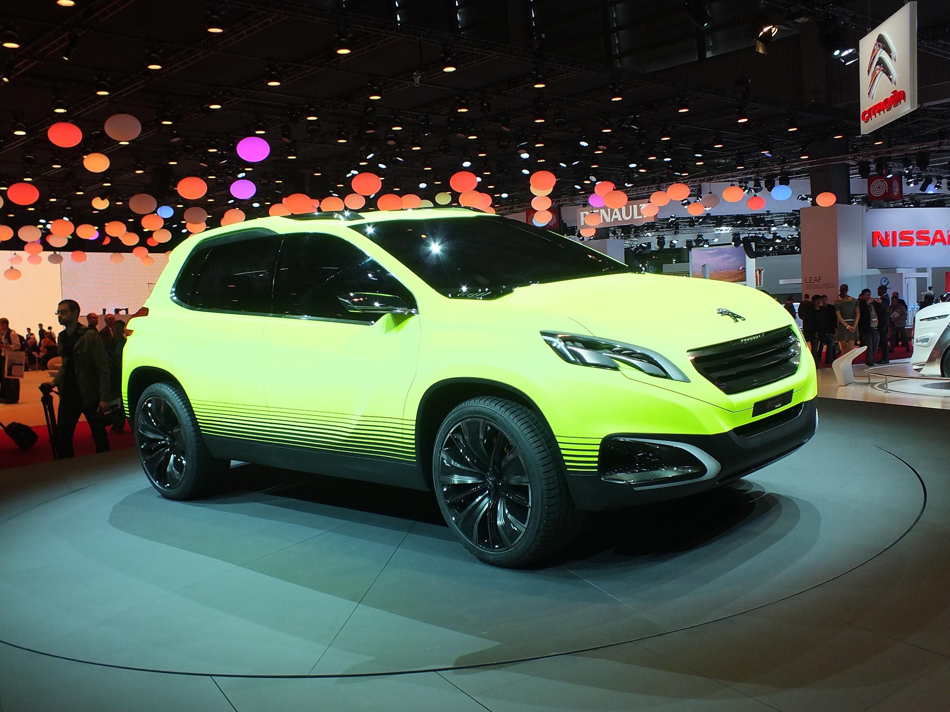 http://images.caradisiac.com/images/1/4/2/5/81425/S0-En-direct-du-Mondial-2012-le-Peugeot-2008-Concept-il-brille-dans-le-noir-273824.jpg